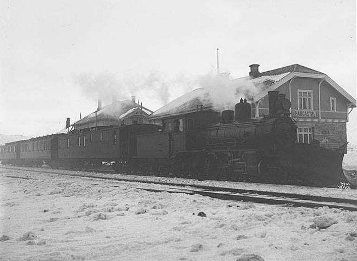 Haugastøl stasjon med nytt hotel 1909