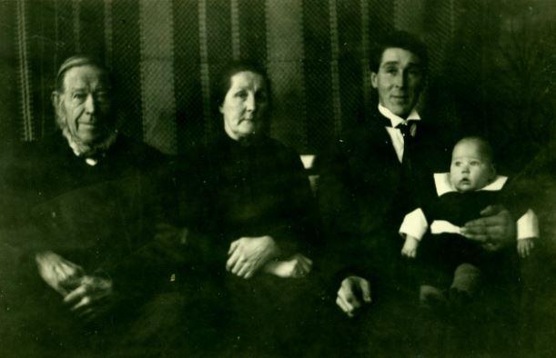 Frå v.Torkjell Juven,Henriette Olsgård Bergheim,Torkjell Bergheim med Embrik på fanget.